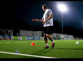 Vororientierung Fussball, Schulterblick trainieren, Soccerkinetics Fußballtraining